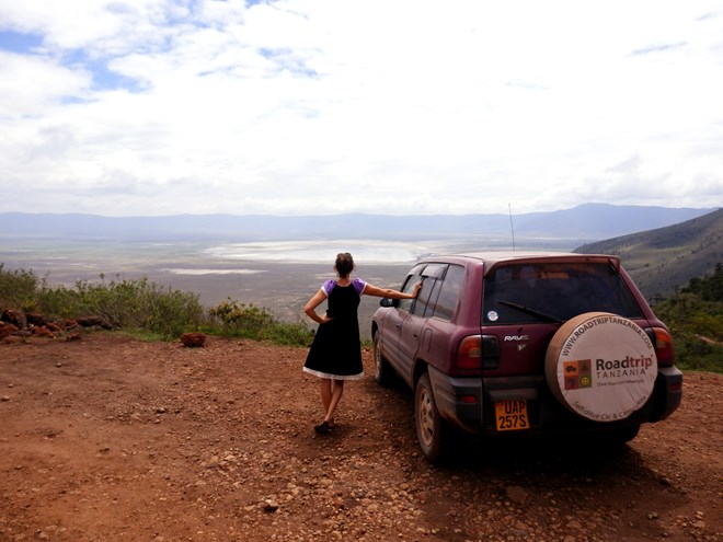 Roadtripper marveling at the crater rim of the Ngorongoro